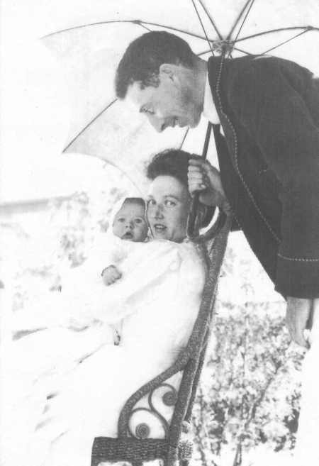 Peter, his mother May, his father Bill, 1909